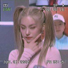 Aesthetic Videos, Kpop Aesthetic, Jeonju, Kpop Girl Groups, Kpop Girls, Badass Aesthetic, Just Video, Soulja Boy, Anime School Girl