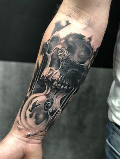 Skull Tattoos, Forearm Tattoos, Body Art Tattoos, Goddess Tattoo, Arte Horror, Tattoos With Meaning, Tattoo Studio, Skulls, Street Art