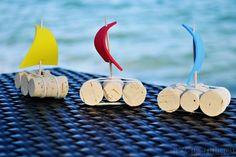 apprendre à recycler, montessori materiel pour réaliser une activité manuelle primaire, recyclage bouchons de liege et voilier en veutrine colorée et cure dents