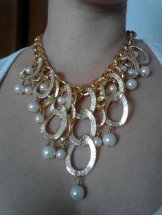 Collar con ovalos y perlas Más