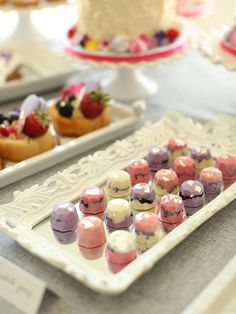Add chocolate gems to your sweet table for a playful, modern touch. Chocolate Covered Treats, Chocolate Shop, Chocolate Treats, How To Make Chocolate, Chocolate Truffles, Chocolate Recipes, Luxury Chocolate, Mini Oreo, Bonbon