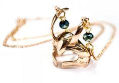 Colar Elmo de Loki Marvel - épica bijuterias Loki Marvel, Marvel Comics, Elmo, Geeks, Drop Earrings, Jewelry, Fashion, Chains, Pendants