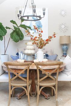 Join us for design tips & entertaining ideas to live blissfully. Home decor and interior design ideas from coastal to farmhouse decor style. Spring Home, Autumn Home, Thanksgiving Decorations, Table Decorations, Halloween Buffet, Autumn Interior, Autumn Display, Porch Decorating, Decorating Ideas