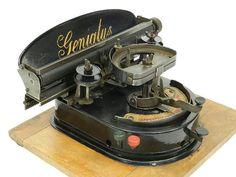 Writing Machine, Antique Typewriter, Old Technology, Cash Register, Weird Cars, Vintage School, Vintage Typewriters, Vintage Bottles, Old Antiques