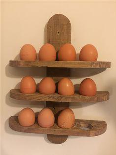 Egg holder wall mount of pallet wood, diy