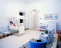 John-John's bedroom in looking southeast (Kennedy Library - Robert Knudsen) White House Rooms, Red Rooms, White House Christmas Tree, Christmas Trees, Jackie Kennedy Style, White Bedroom, Historic Homes, Second Floor, Toddler Bed