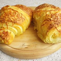 Házi vajas croissant   Nosalty Croissant, Bagel, Bread, Food, Brot, Essen, Crescent Roll, Baking, Meals