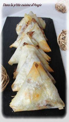 Hello les Gourmand(e)s ! J'espère que vous allez bien ... Aujourd'hui, une recette avec des restes de frigo pour l'apéro ... J'adore cette association pommes/chèvre/raisins secs ! Pour 8 bricks, il vous faudra : - 2 feuilles de brick - du chèvre en bûche...
