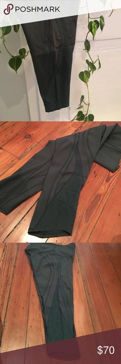 lululemon - cropped high rise leggings - size 10 Dark hunter green, cropped, high rise leggings. Barely worn, like new condition. Pocket in the waist for card, keys, or other small items. Perforated side panels. SIZE 10 lululemon athletica Pants Leggings