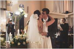 #NoivasReais. O casamento da @juliafileti e do Lucas tem uma história e tanto, já que eles se conhecem desde o primeiro dia de suas vidas. Eles cresceram, se reencontraram e em outubro de 2016 celebraram tudo isso em uma linda cerimônia.💕💍  Acessório de Cabelo: Grampo Viviane- Atelier Mercedes Alzueta  Beleza: Noilda Cabelereira (@noildacabelereira).  Foto e filme: 3 Dezesseis (@3dezesseis e @fabio3dezesseis).