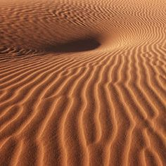 The sands of the Sahara in Morocco. Deserts Of The World, Desert Life, Dry Desert, Abstract Images, Natural Shapes, Arabian Nights, Video Photography, Desert Photography, Color Stories