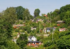 The 100 or more allotment gardens at Tanto are dotted with perfectly cute red, yellow and green cottages. This is Stockholm's allotment garden. Nordic Vikings, Visit Sweden, Allotment Gardening, Cultural Experience, Outdoor Furniture Sets, Outdoor Decor, City Break, Plant Design, Future Travel