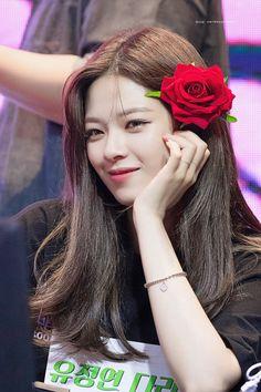 190504 - Jeongyeon, visual goddess : twice Nayeon, Kpop Girl Groups, Korean Girl Groups, Kpop Girls, K Pop, Twice Group, Twice Jungyeon, Surreal Photos, Chaeyoung Twice