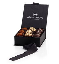 A Annobon é uma marca nacional de chocolate de alta qualidade, voltada para os princípios da inovação e qualidade, onde a produção da sua gama de produtos junta às proveniências do cacau sabores exclusivos e harmonizações originais.  As trufas de chocolate ANNOBON são todas feitas à mão...  Surpreenda(-se)!