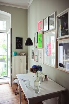 Simple, no forced patterns or color scheme - a room and the things that make it coZy and perfect for you; that right there, is my style.