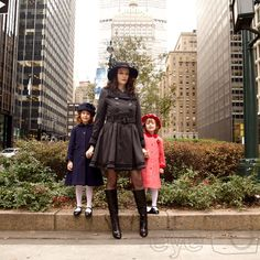 © Eliza's Eye Family Photography, Brooklyn, NY • Mother and daughters on Park Ave, Manhattan