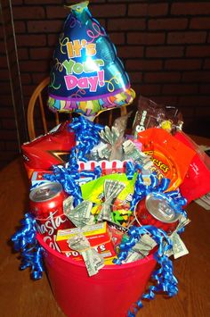 Birthday Gift Basket for Boy. would be perfect for a teenage boy Birthday Money Gifts, Birthday Gift Cards, Birthday Gifts For Boys, Diy Birthday, Birthday Ideas, Birthday Stuff, Diy Gifts For Him, Cute Gifts, Teenage Boy Birthday