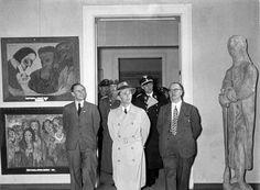 Degenerate Art Exhibition – When Hitler Declared War on Modern Art - War Historical Photos Max Beckmann, Emil Nolde, Art Dégénéré, Monument Men, Joseph Goebbels, Degenerate Art, Jewish Art, Art Moderne, Salvador Dali