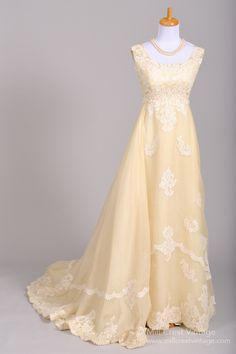 1960 Bianchi Lace Vintage Wedding Gown for a woodland wedding! Yellow ivory bridal dress