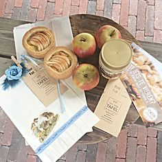 Workshop on location. Bake little apple pies! And make your own gift packing!