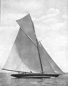 """15-Metre Yachten als eigene Klasse!  Die letzten vier noch überlebenden 15mR Yachten, """"Hispania"""" (Fife, 1909), """"The Lady Anne"""" (Fife, 1912), """"Mariska"""" (Fife, 1908) und """"Tuiga"""" (Fife, 1909) werden bei den Regatten Vele d'Epoca di Imperia  und Les Voiles de Saint Tropez (29. September bis 7. Oktober in Saint Tropez) als eine eigene Klasse an den Start gehen – bereits im Sommer hatten die Eigner dieser historischen Yachten die """"Fifteen Metre Class Association"""" gegründet"""