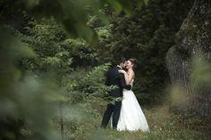 Couple de mariés Marie, Couple, Wedding Dresses, Wales, Romantic, Bride Dresses, Bridal Wedding Dresses, Weeding Dresses, Couples