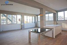 La gran entrada de luz natural hace del salón un espacio amplio y muy luminoso. #livingroom #interiorismo #salones