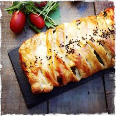 tresse feuilletée aux légumes rôtis (recyclage) Quiches, Pizza, Food, Vegetable Pie, Salty Tart, Pies, Braids, Recycling, Eten