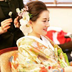 舞子ホテルウェディングさんはInstagramを利用しています:「【和装ヘア】 華やかな色打掛に 胡蝶蘭と桜をあしらった ヘアスタイル☺︎ 春のシーズンにおすすめの ヘアアレンジです♪ #maikohotel #maikohotelwedding #maiko #wedding #舞子 #舞子ホテル #舞子ホテルウェディング #ウェディング…」 Graduation Hairstyles, Wedding Hairstyles, Hair Arrange, Hair Setting, Japanese Characters, Wedding Preparation, Hair Ornaments, Japanese Landscape, Kimono