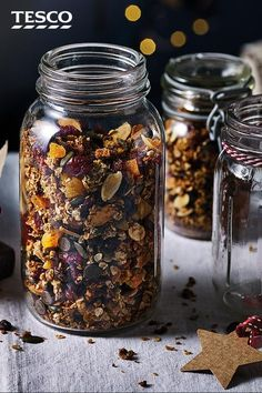Swap ordinary cereal for this festive granola in December. Filled with cranberries, apricots and even chocolate chips, this easy breakfast will make you start the day in the festive spirit - plus it makes a great edible gift. Edible Christmas Gifts, Vegan Christmas, Xmas Food, Edible Gifts, Christmas Cooking, Christmas Desserts, Tesco Real Food, Christmas Breakfast, Food Festival