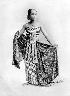 Kassian Cephas, Javanese dancer, Indonesia, ca. 1900.