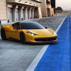 Ferrari Italia 458 - Incredible!