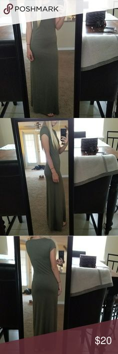 NWOT Olive Green Maxi SUPER CUTE NWOT olive/deep green super sexy maxi dress. Looks amazing on. Short sleeves. Pair with some cute wedges or sandals and get compliments all day! Perfect condition! Form fitting and absolutely beautiful!! 🤗💗 Dresses Maxi