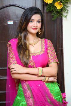 World's beautiful girls Beautiful Girl In India, Beautiful Girl Photo, Beautiful Asian Girls, Beautiful Bride, Beautiful Women, Indian Girl Bikini, Indian Girls, Stylish Girl Images, Stylish Girl Pic