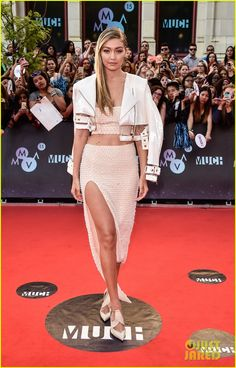 gigi hadid cody simpson 2015 mmvas 01 Gigi Hadid shows some serious leg action while arriving at the 2015 MuchMusic Video Awards held at MuchMusic HQ on Sunday evening (June 21) in Toronto, Canada. …