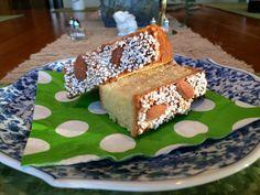 La Colomba - a dove-shaped Italian Easter cake. http://duespaghetti.com/2014/04/20/la-colomba-buona-pasqua-a-tutti/