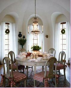 love this table and dining space
