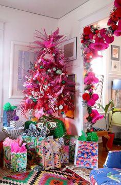 A flamingo Christmas tree, thanks to Aunt Peaches! Bohemian Christmas, Unique Christmas Trees, Pink Christmas Tree, Whimsical Christmas, Christmas Tree Themes, Retro Christmas, Beautiful Christmas, Christmas Home, Christmas Holidays