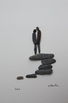 It's inspiring to see how stones can be used to create such a warm and romantic scene. Simple yet so clever.
