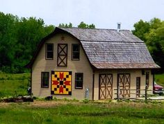 Beautiful Barn with Quilt Square