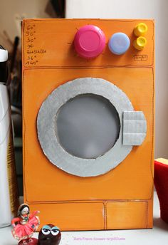 Cute washing machine made from a cardboard box! Cardboard Box Crafts, Cardboard Toys, Recycled Crafts, Diy And Crafts, Toddler Activities, Activities For Kids, Diy For Kids, Crafts For Kids, Carton Diy