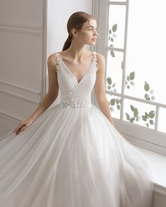 Princess-style wedding dress in beaded tulle. Pink Wedding Dresses, Tulle Wedding, Boho Wedding Dress, Wedding Attire, Bridal Dresses, Wedding Gowns, Open Back Wedding Dress, Perfect Wedding Dress, Ball Gowns