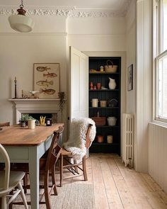 Siobhan McFadden on 10 more days until twinkly lights are acceptable So until then I am going to create cosy scenes with our skyeskynsltd sheepskin. Style At Home, Sweet Home, Dining Room Design, Cosy Dining Room, Cheap Home Decor, Interior Inspiration, Kitchen Inspiration, Home Kitchens, Kitchen Decor