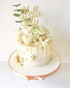 Gorgeous fresh white flowers and foliage on a buttercream drip cake with peach grip and gold highlights Fresh Flower Cake, Fresh Flowers, White Flowers, Buttercream Flowers, Buttercream Cake, Drip Cakes, Birthday Drip Cake, Gold Drip, Cream And Gold