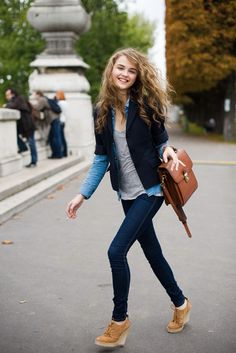 Girlie-preppy look is totally appropriate for your busy mornings at the University