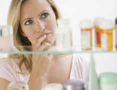 5 Surprising Essentials for Your Medicine Cabinet : Medicine cabinets can easily get cluttered, but do you have the 5 things that Dr. Oz thinks are absolutely essential for common...