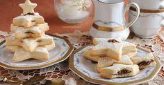 Gli alberelli di pasta frolla, tante stelle biscotto con una golosa farcitura di nutella. Un'idea originale e scenografica per la prima colazione natalizia!