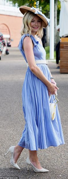 Ladies Day racegoers turn up the glamour at Goodwood in colourful jumpsuits and bold prints Pastel Blue Dress, Pink Floral Dress, Blue Dresses, Grey Check Suit, Red And White Outfits, Victoria Pendleton, High Fashion Outfits, Goodwood Festival, Other Outfits
