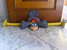 has the head, body, feet, beak and leg pattern---no wings or comb---see other posting for wings and comb page Door Draught Stopper, Draft Stopper, Sewing Toys, Sewing Crafts, Sewing Projects, Diy And Crafts, Arts And Crafts, Chicken Crafts, Chickens And Roosters