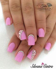 Unha cor de rosa com brilhantes nail jewels, nail art rhinestones, rhinestone nails, Nail Jewels, Nail Art Rhinestones, Rhinestone Nails, Bling Nails, Love Nails, Pretty Nails, My Nails, Hair And Nails, Nail Swag